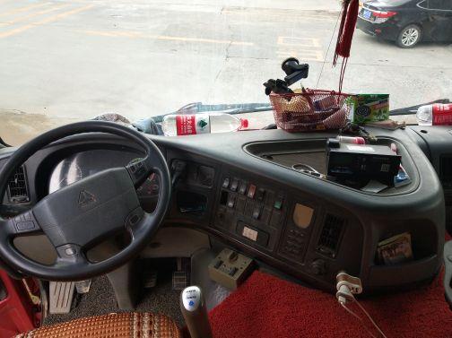 中国重汽HOWO 载货车  330匹 2009年12月 8x4
