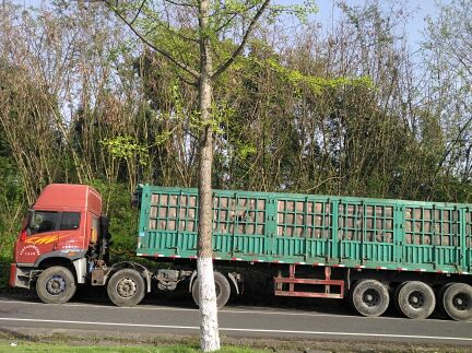 青岛解放龙V 牵引车  330匹 2012年03月 6x2