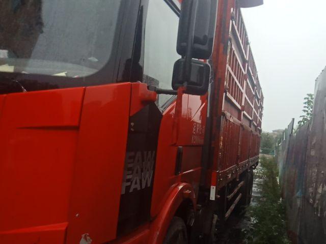 一汽解放J6 载货车  280匹 2012年10月 8x4