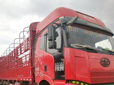 一汽解放J6 载货车  350匹 2011年06月 8x4